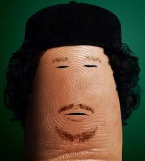 بالصور فنان إيطالي يرسم القذافي