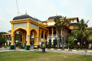 7 Bangunan Bersejarah Di Indonesia