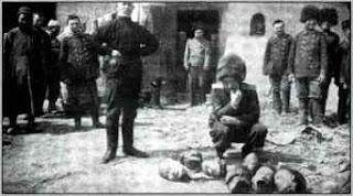 Foto con las supuestas atrocidades cometidas por  la división de caballería del barón Ungern Sternber