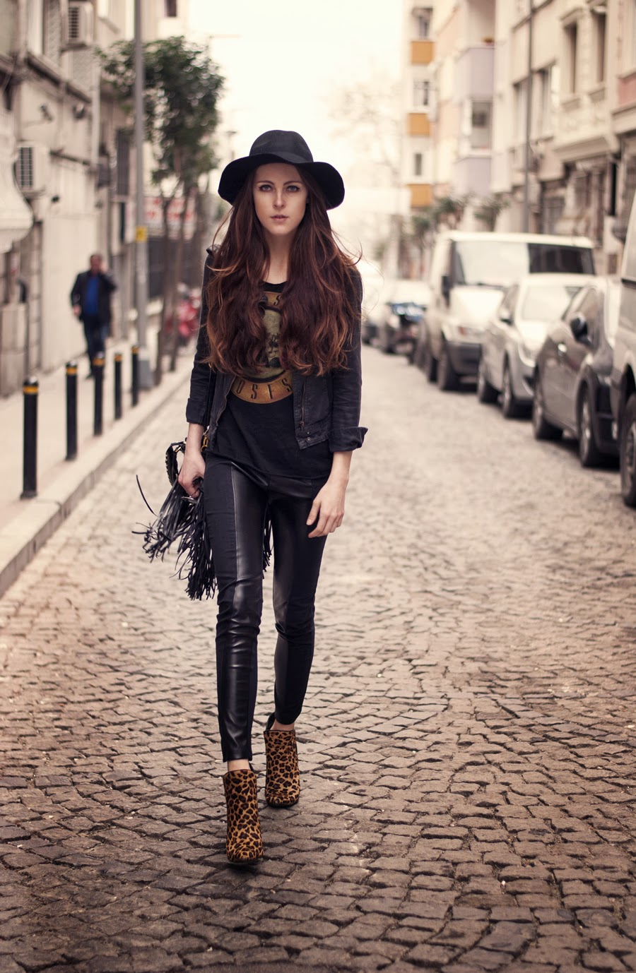 rocker outfit , street style, guns and rose top, fedora hat outfit, istanbul blogger, russian blogger, fashion details, long hair, neonrock