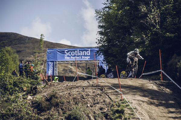 2015 Fort William UCI World Cup Downhill: Practice Highlights Manon Carpenter