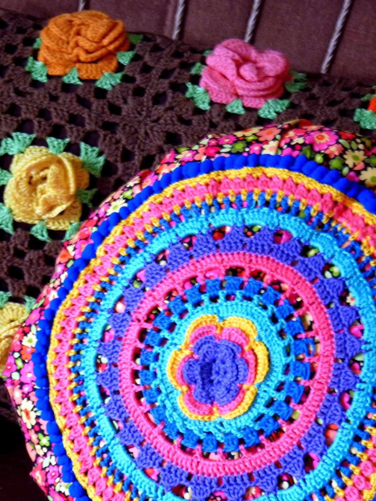 Grand Napperon Au Crochet dedans au bonheur des mains: crochet bohème #2 le coussin rond