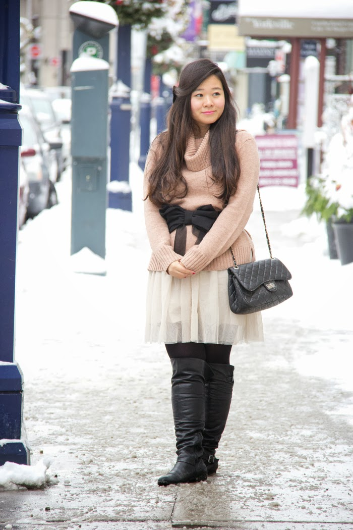 winter-outfits, fashion-blogger, toronto-street-style, girly-look, black-bow-belt