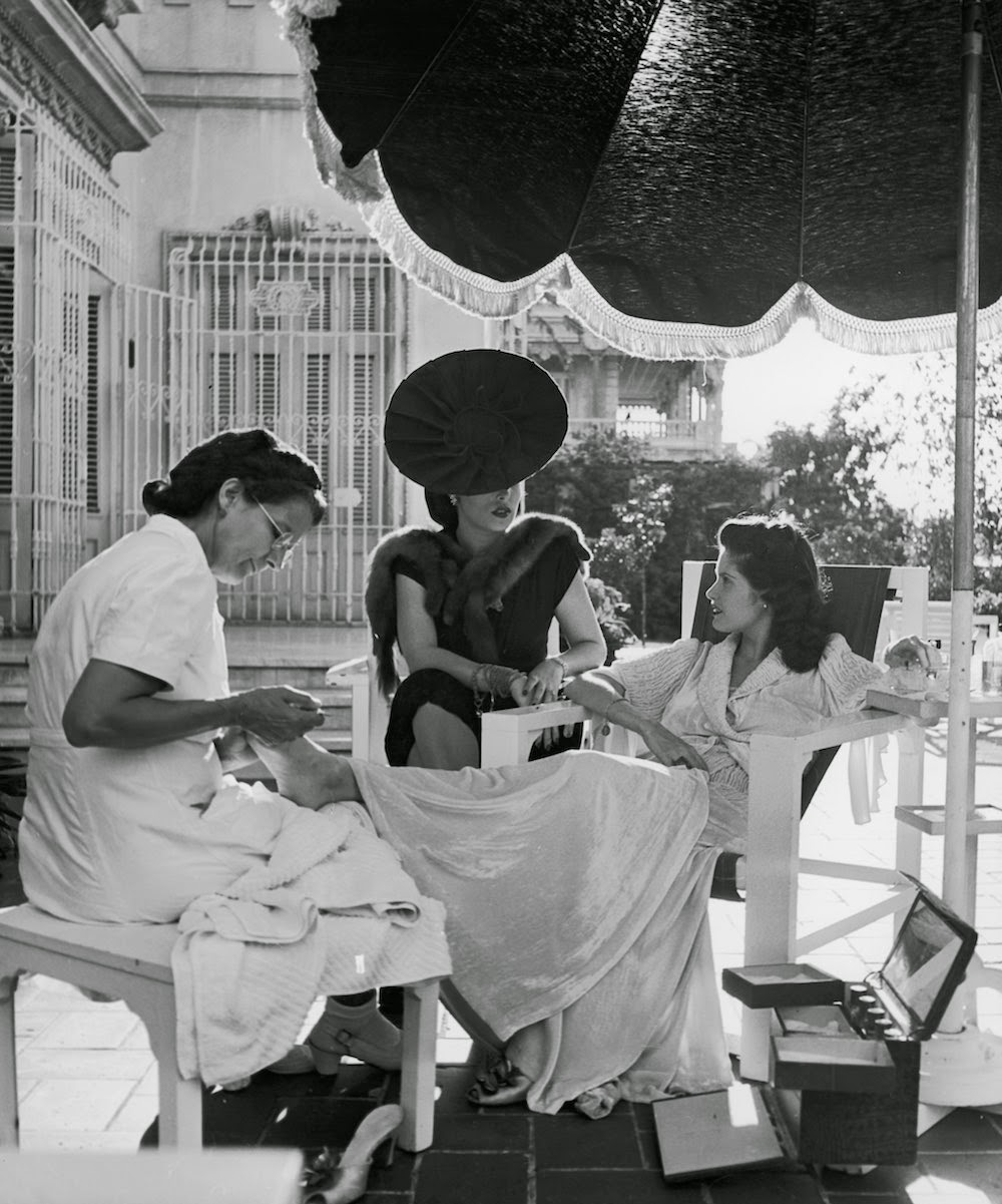 Black and white photos of daily life in havana cuba from for 1950 s beauty salon