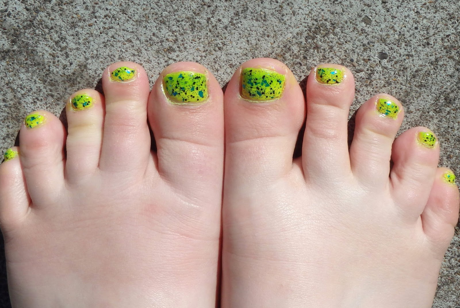 Kelly lime green toes footjob
