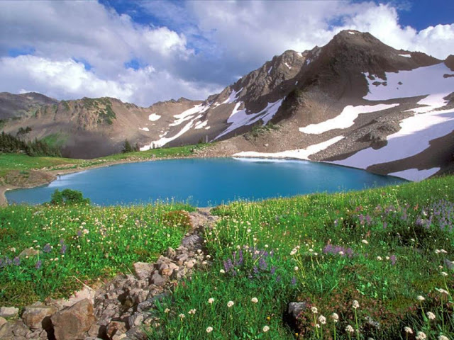 Paisaje hermoso en las montañas