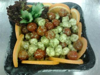 mozzarella saláta pesztós koktélparadicsommal
