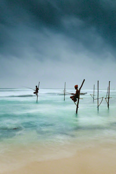 photo travel inspiration - stilt fishermen - Sri Lanka
