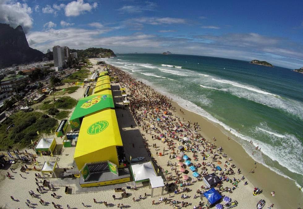 34 Crowd Oi Rio Pro WSL  Kelly Cestari