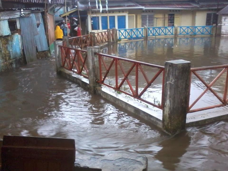 foto banjir setelah hujan deras di padang panjang
