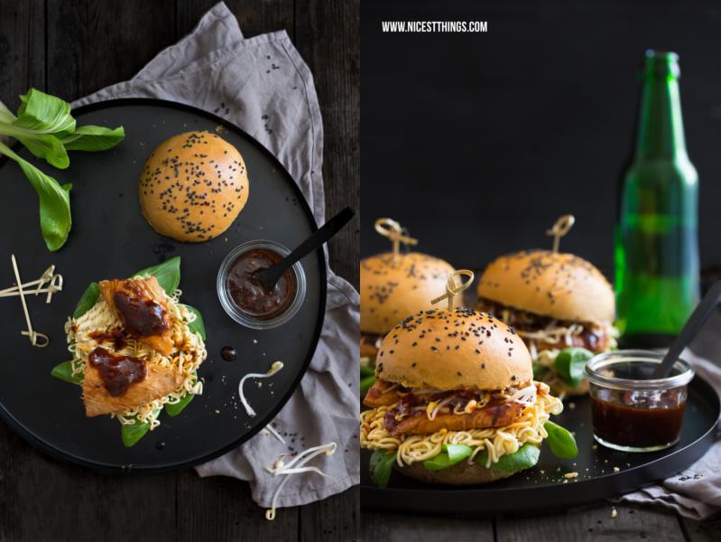 Asiatische Burger mit Sojasaucen-Buns, Honighühnchen und Ramen