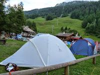 ツール・ド・モンブラン イタリアのクールマイユール、ヴェニー谷のキャンプ場 エギュイ・ノワール