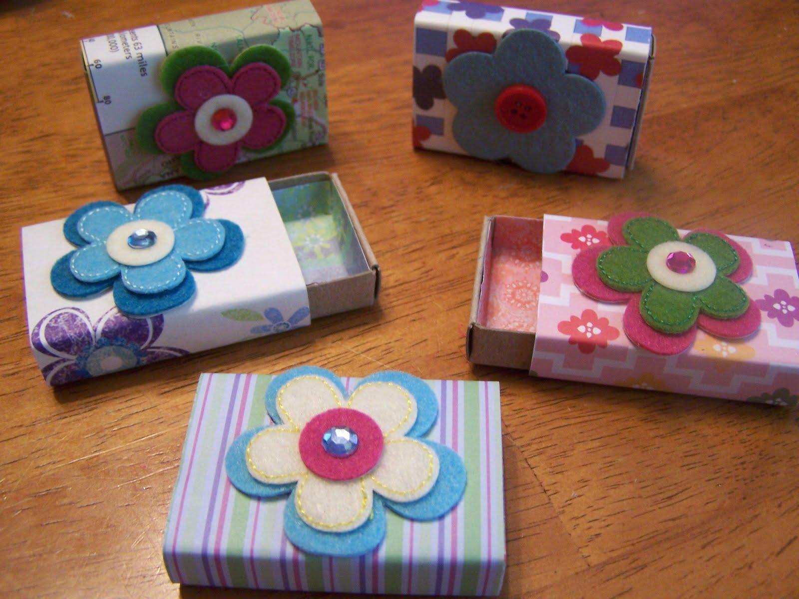 Actividades escolares como hacer alhajeros con reciclaje for Personalized crafts to make and sell