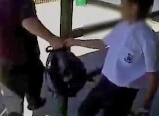 alumno de colegio le pega a su profesor