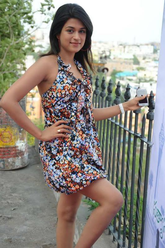 Actress Shraddha Das Cute Stills cleavage