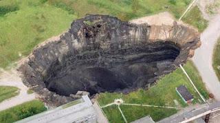Mistério: Enormes buracos aparecem do nada em cidade da Rússia