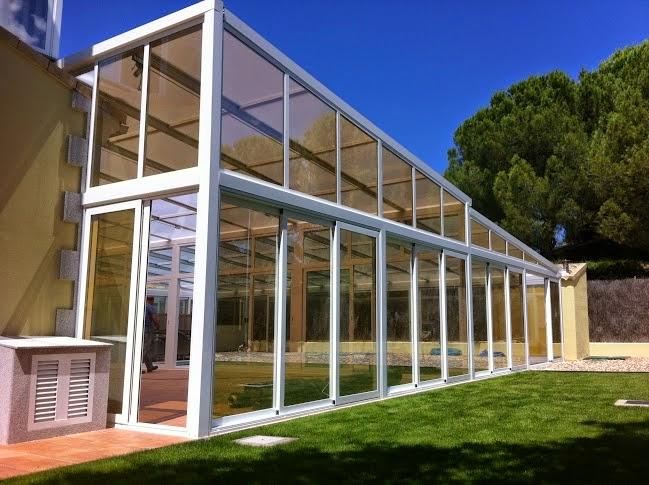 Porche de techo de vidrio madrid cerramientos y for Techos para albercas