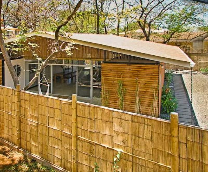 se trata de una vivienda ecolgica puesto que los son de origen reciclado y el bamb de origen natural lo que hace que el del valor