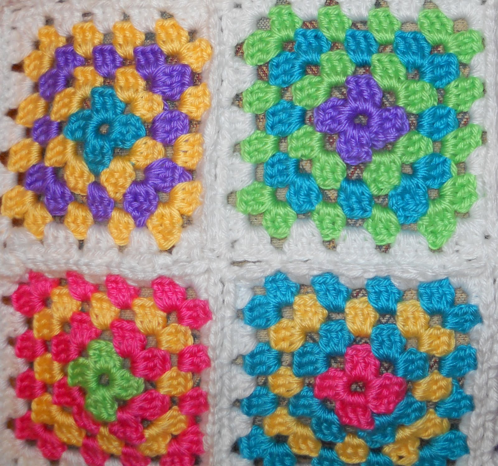 Crochet Patterns Squares : GRANNY SQUARES CROCHET PATTERN - Easy Crochet Patterns