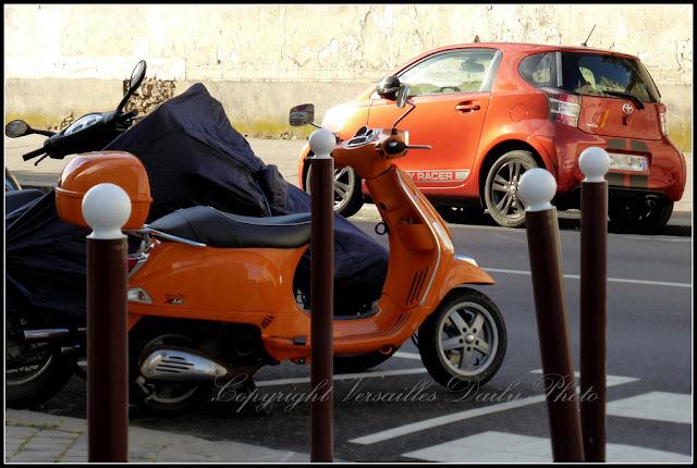 Vespa orange Versailles