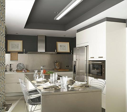 en la cocina de estilo moderno destaca el falso lucernario gris que se ha abierto en el techo para alojar la iluminacin un recurso decorativo que aade