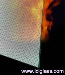 kính chống cháy có khả năng chịu lửa với thời gian đủ lâu để mọi người thoát ra vùng nguy hiểm