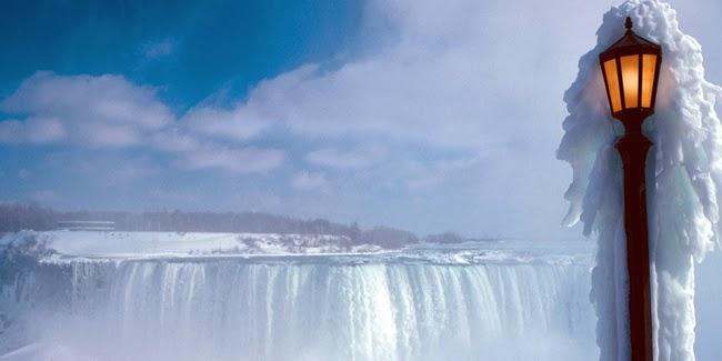 Air Terjun Membeku Fenomena Alam Mengejutkan yang Terjadi Pada Niagara