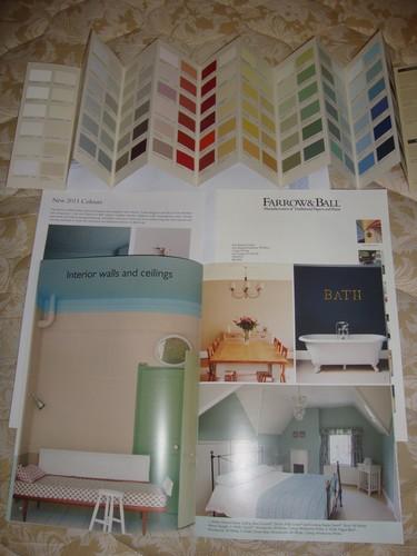 Recebido Brochura e um Card com várias cores