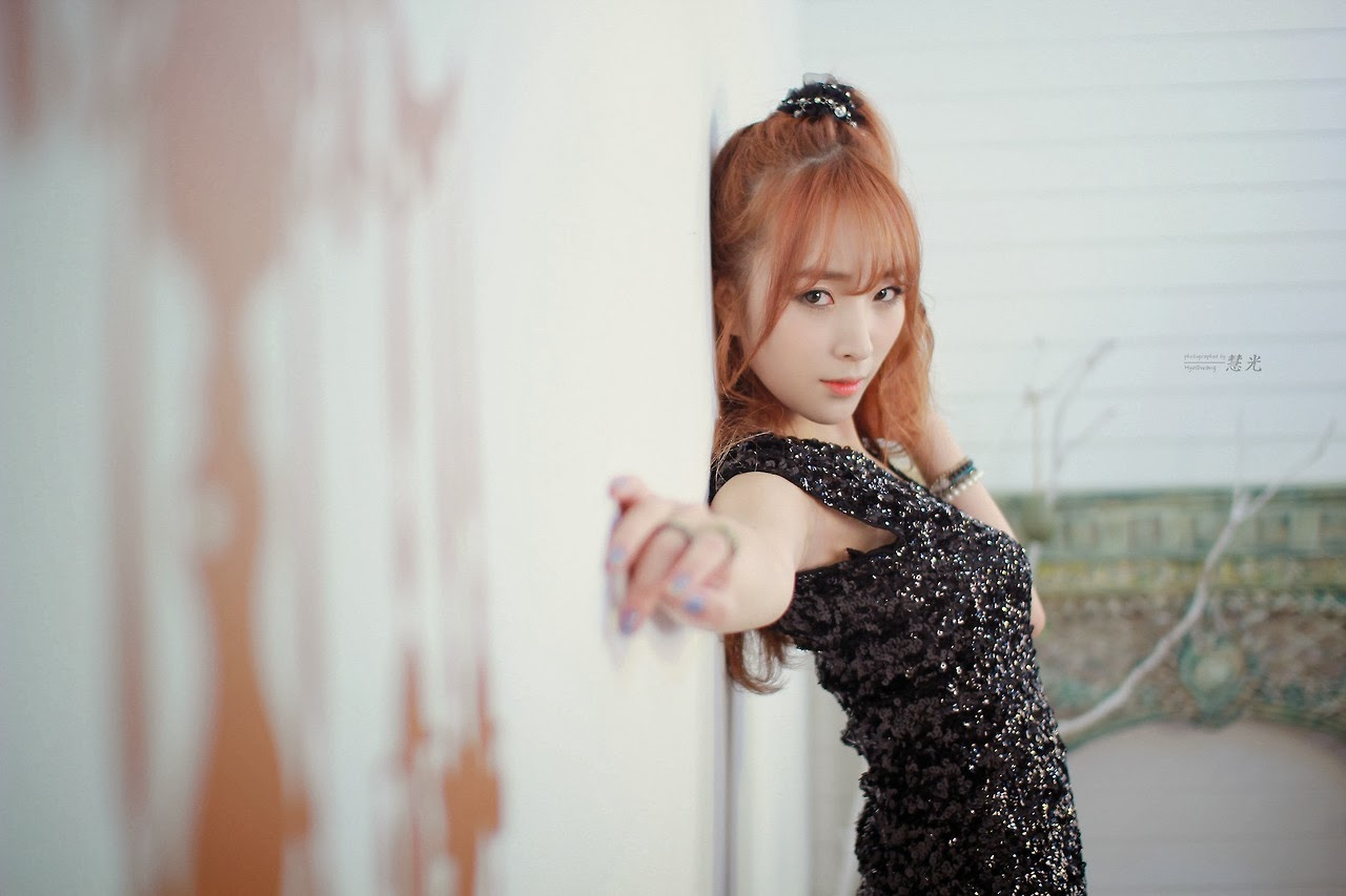 Minah Model Beautiful Black Dress