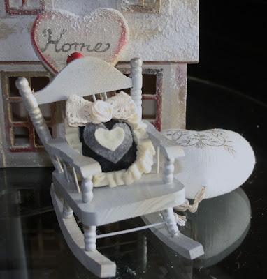 Emma 39 s words and creations sedia dondolo con cuscino shabby chic - Cuscino per sedia a dondolo ...