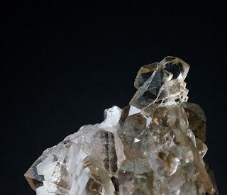 cristal de quartz avec une âme trouvé par un cristallier dans les montagnes du Mont-Blanc