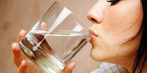Terlalu Banyak Minum Air Putih Ternyata Berbahaya!