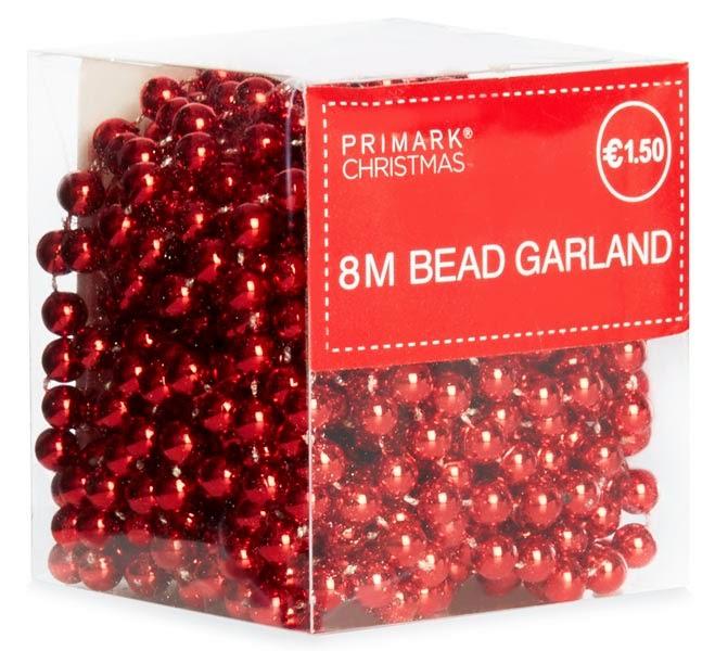 Guirnalda de bolas rojas de Primark para Navidades