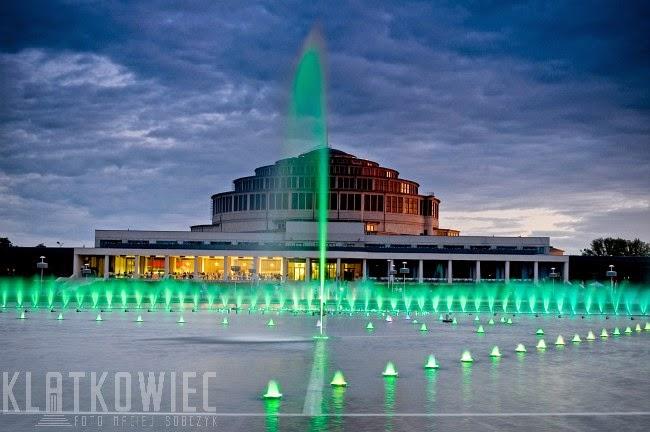 Wrocław. Multimedialna fontanna przy hali stulecia.