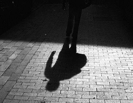 http://3.bp.blogspot.com/-km5yFeWOozA/TeUXeL90qvI/AAAAAAAAAFc/27aTJXHT-VY/s1600/walking-shadow.jpg