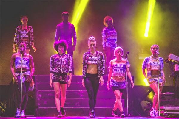 Adidas Originals e Farm coleção outono inverno festival musica Lollapalooza cantor de rapper Pharrell Williams e bailarinas