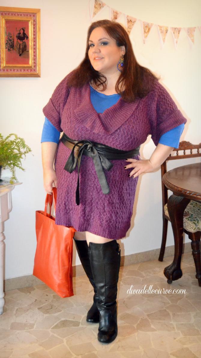 styling curvy e plus size: come abbinare gli stivali sopra al ginocchio con gambale largo, look colorblock con abito in maglia e orecchini indiani
