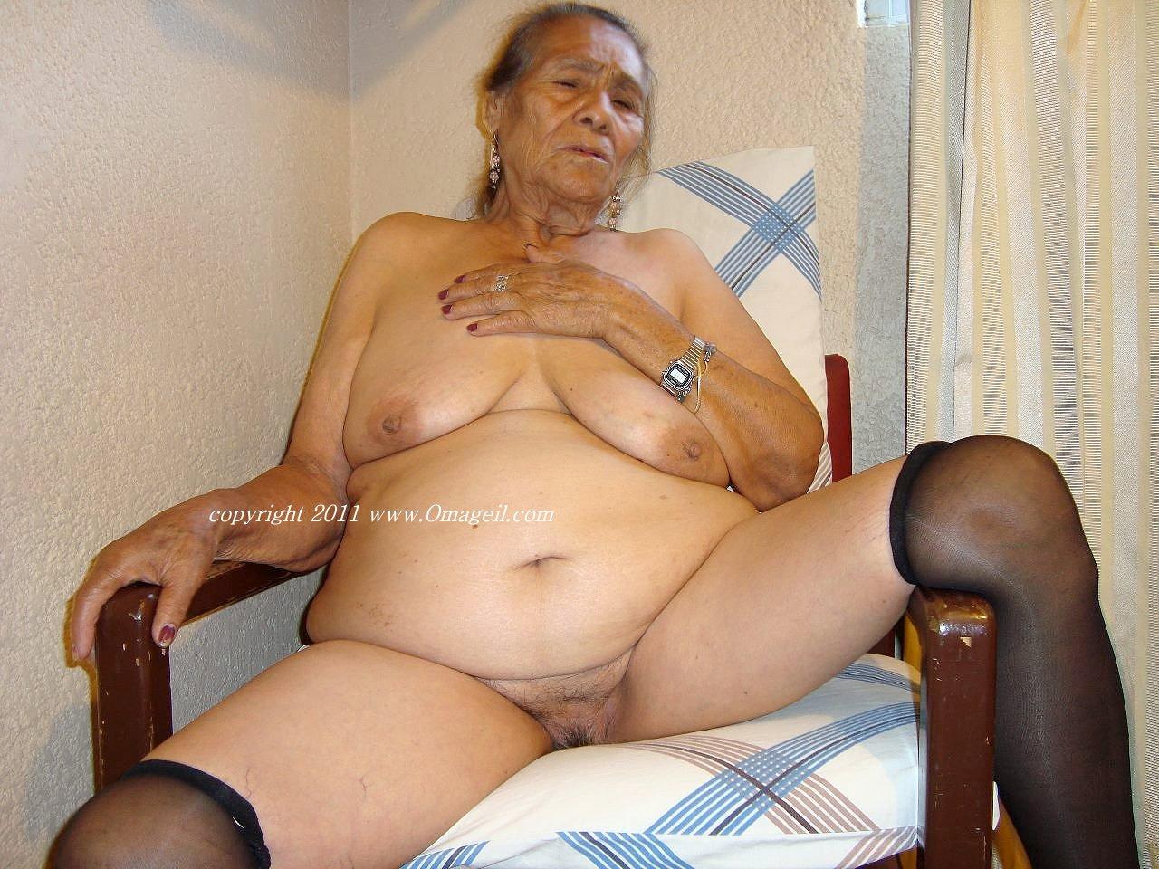 Black omageil granny was