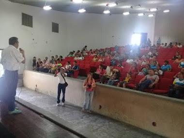 Gobernador Ramón Guevara atendió inquietudes de los docentes en El Vigía