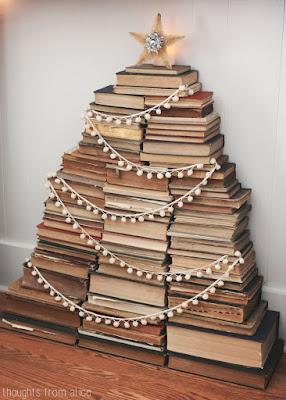 Originales árboles de navidad hechos con libros