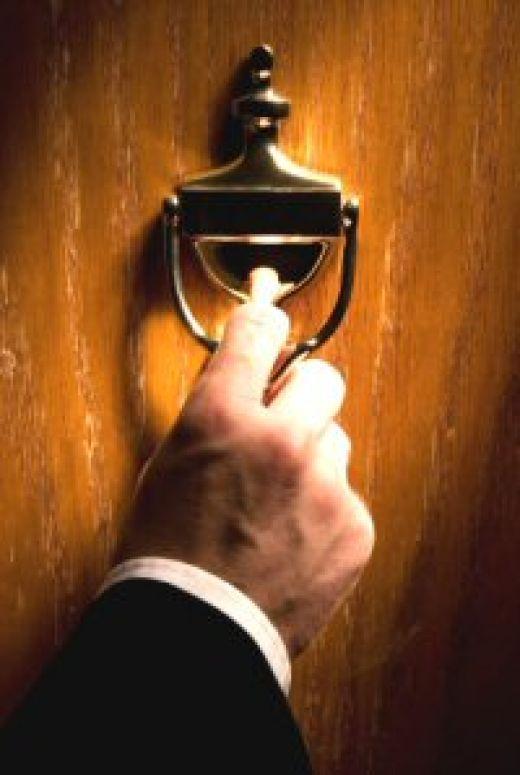 Apocalipsis 3:20, He aquí, yo estoy a la puerta y llamo; si alguno ...