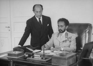 http://3.bp.blogspot.com/-knPuwMghXGc/TzvoOutoE5I/AAAAAAAAzgM/x_Wwn0U53c4/s1600/Alfred+Eisenstaedt+and+Emperor+of+Ethiopia+Haile+Selassie,+Addis+Ababa,+1955.jpg