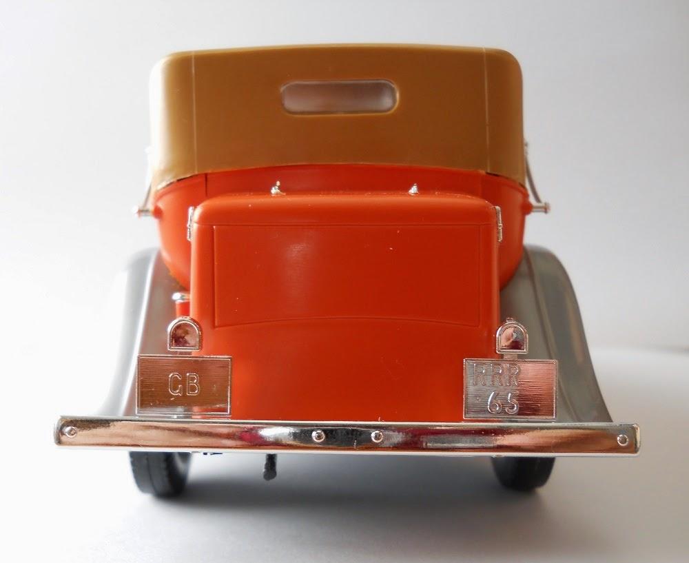 coche a miniatura marca italeri