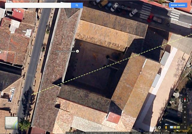 Linea procedente del Crucero de la Basílica de San Pedro el Vaticano Roma y pasa por la Capilla de San Francisco de Borja , cruza diagonalmente sobrel a Escalinata  y el Patio de Armas del Palacio Ducal de los Borja de Gandia