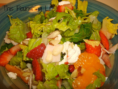 Salad with fruit and almonds