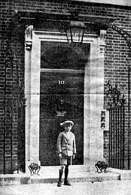 Harold Wilson aged 8 at 10 Downing Street