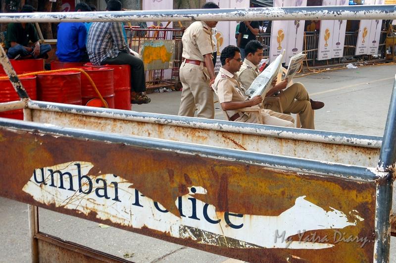 Mumbai police on the way to Lalbaugcha raja, Ganesh Pandal Hopping, Mumbai