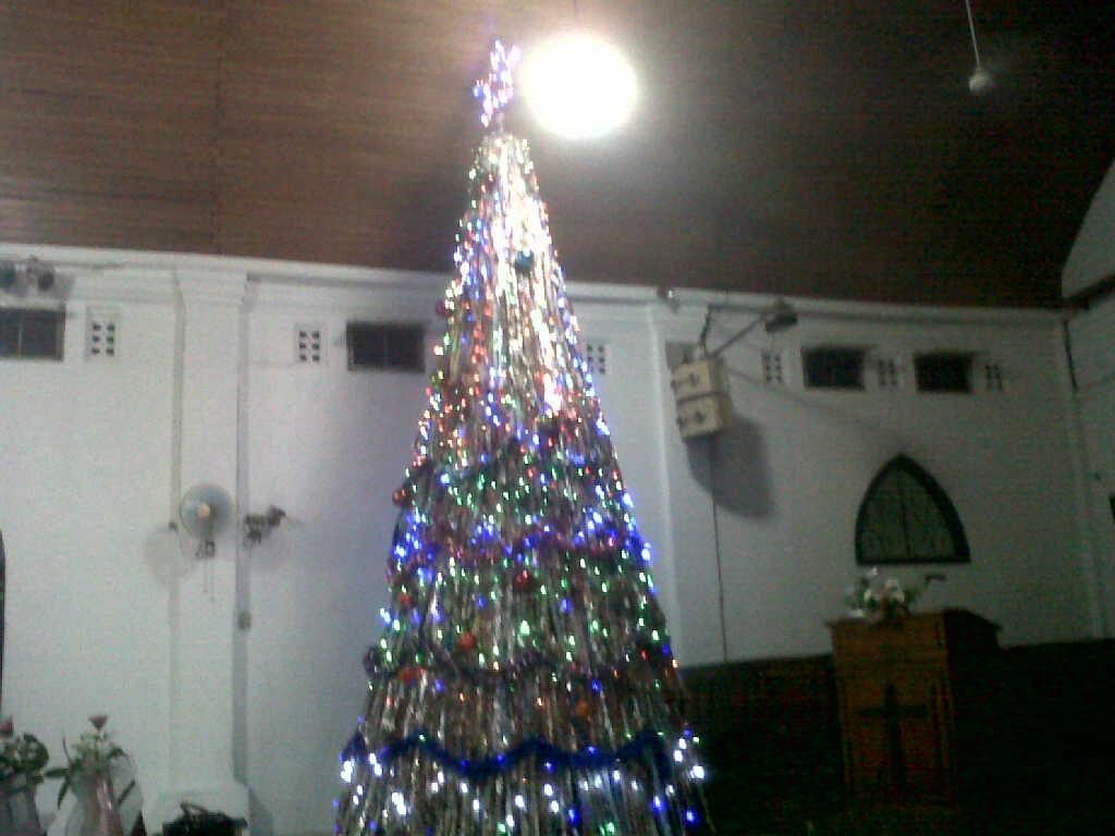 Pohon Natal dari Bahan Daur Ulang