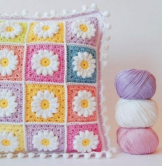 Декоративная подушка из квадратов 43