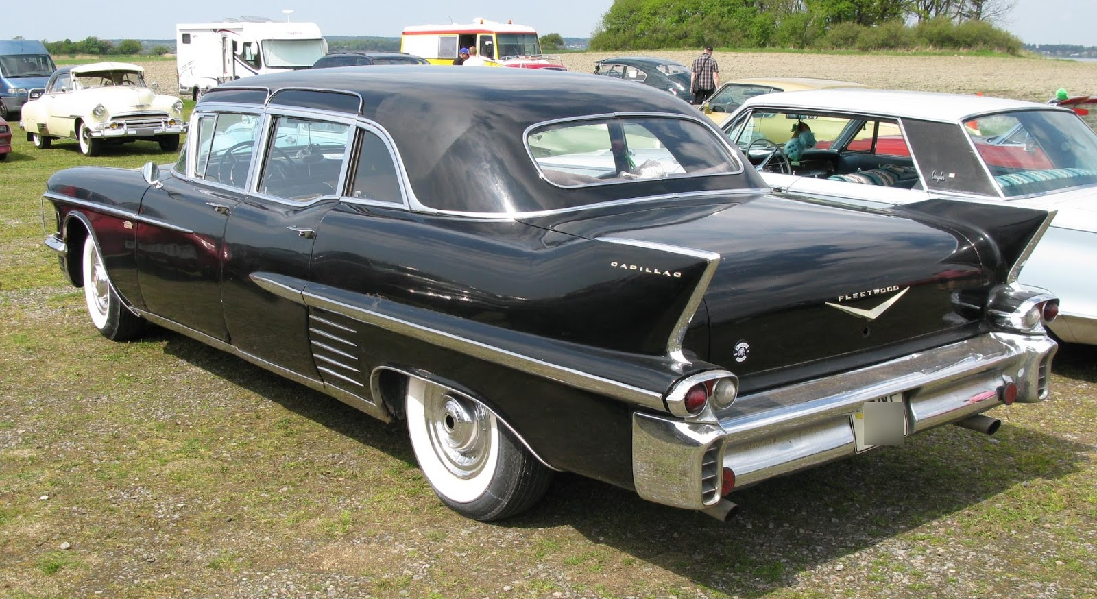 The 1950 based limousine upper body continued through 1958 compare the passenger compartment roof and windows to the 1952 limousine shown two images above